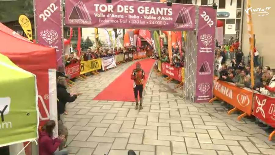 Oscar Perez Lopez wins the Tor des geants 2012