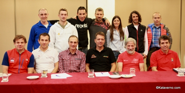 The organizers together with reference runners from Spain.