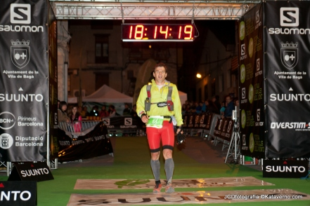 Trailrunningspain editor Mayayo crossing the finish line in 2013.